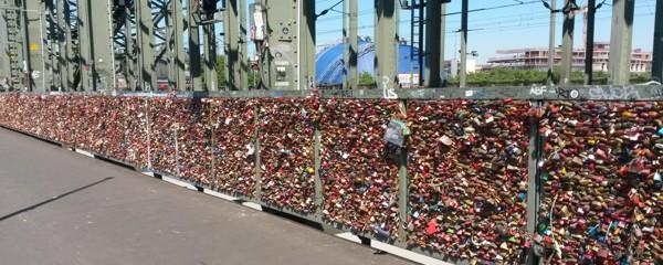 Ansicht der Liebesschlösser auf der Kölner Hohenzollernbrücke